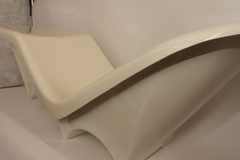 Sculpted Italian 1960's Fiberglass Chaise Lounge image 5