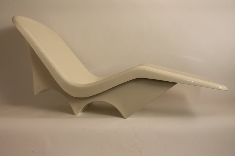 Sculpted Italian 1960's Fiberglass Chaise Lounge image 8