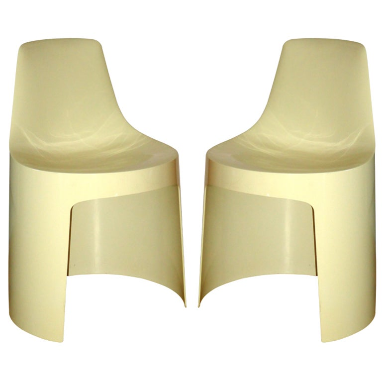 Pair of mid century modern plastic chairs designed for for Kartell plastic chair