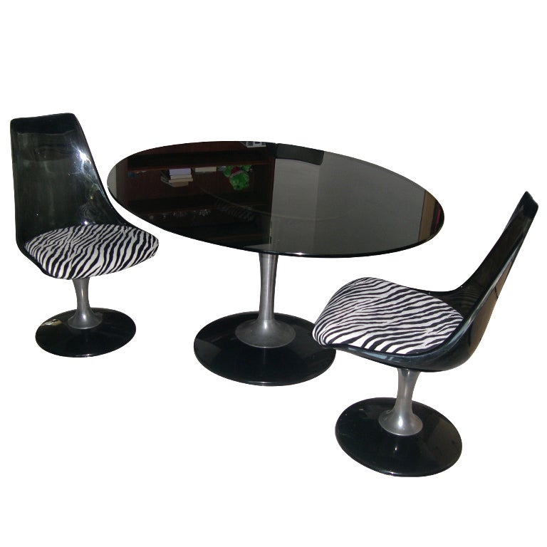 Tulip Glass Table and 2 chairs in the Style of Saarinen at  : XXX944613435884521 from 1stdibs.com size 768 x 768 jpeg 48kB