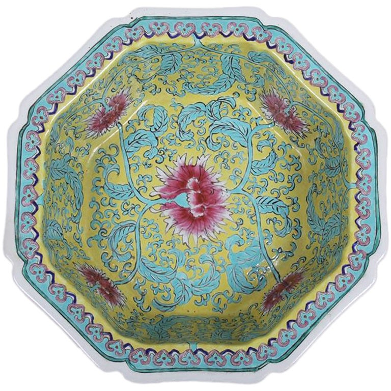 Chinese Octagonal Famille Rose Porcelain Bowl Quianlong