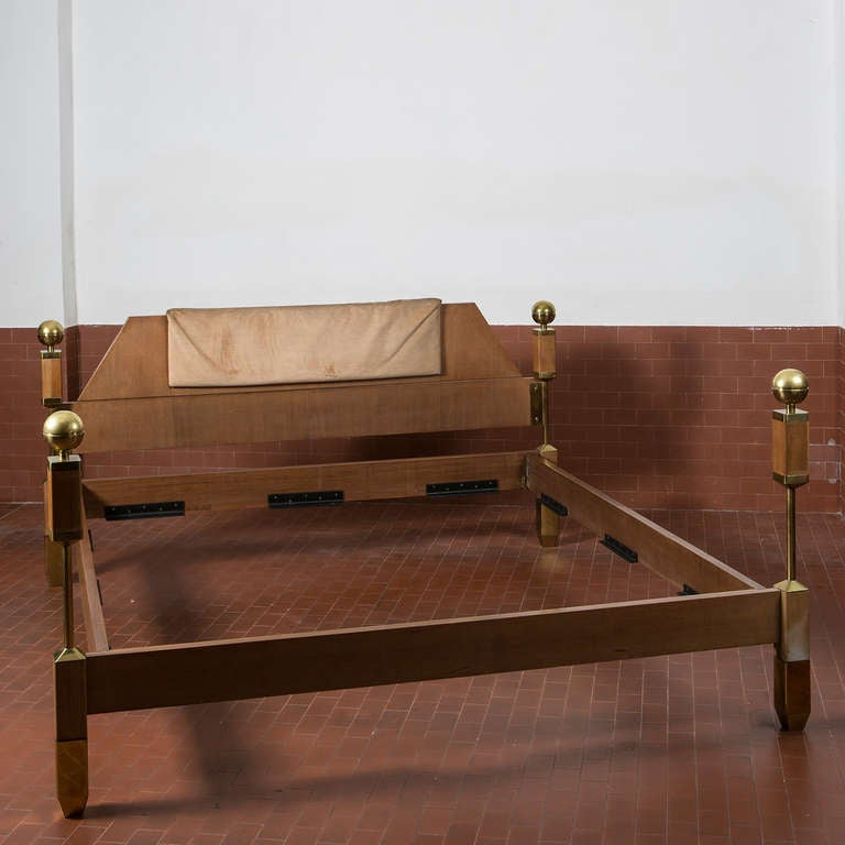 Italian Sixties Kingsize Bed In Excellent Condition For Sale In Milan, IT