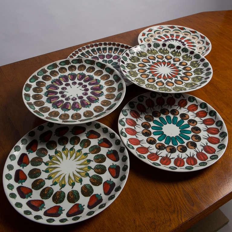 """Set  of 6 """"Giostra di Frutta"""" Dinner Plates By Piero Fornasetti 2"""