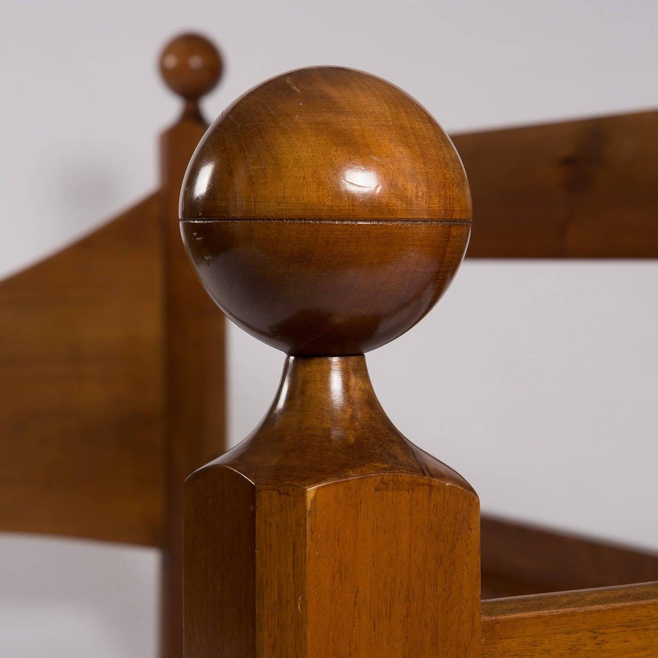 """Mid-20th Century """"Chesa Laria"""" Walnut Daybed by Luigi Caccia Dominioni for Azucena For Sale"""