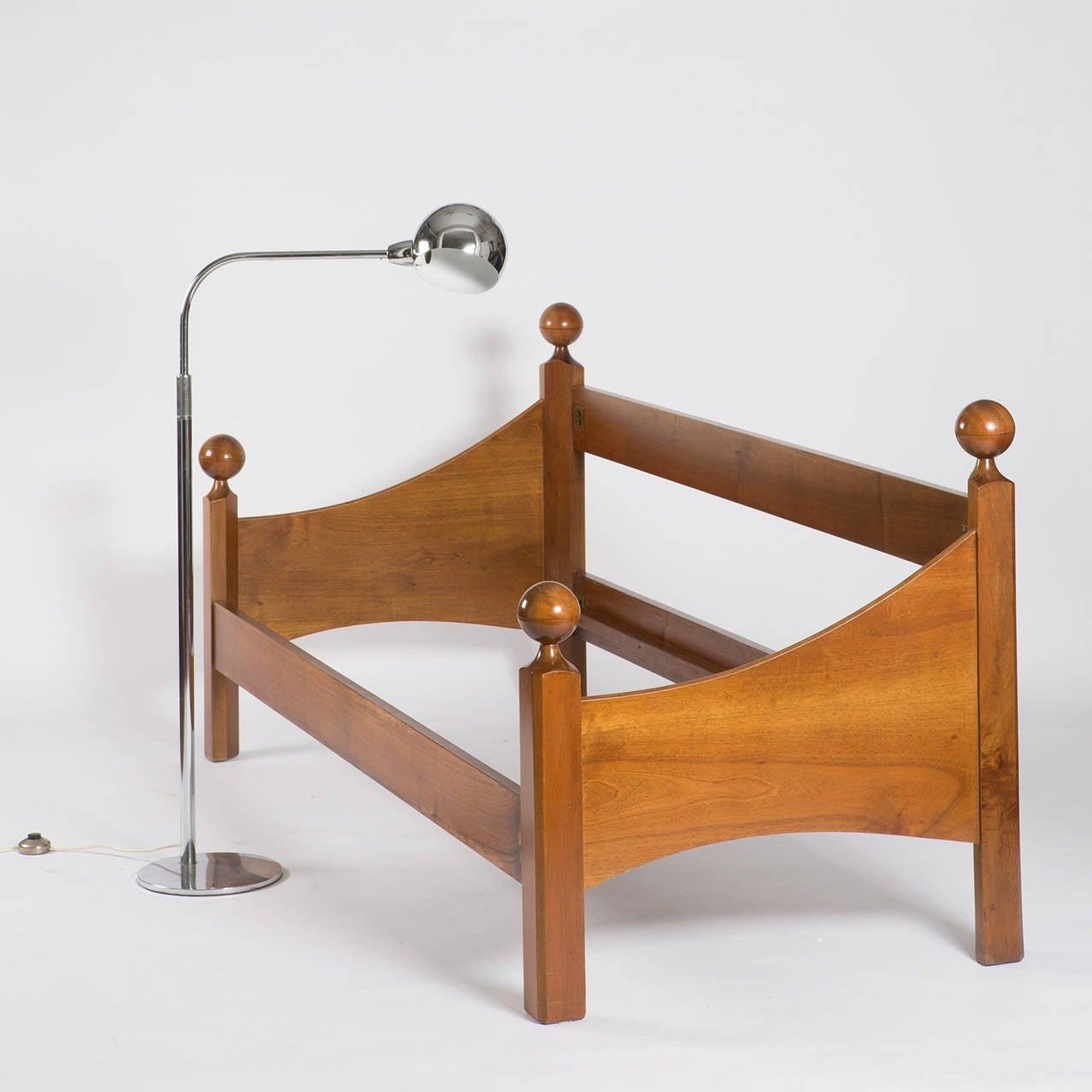 """""""Chesa Laria"""" Walnut Daybed by Luigi Caccia Dominioni for Azucena For Sale 3"""