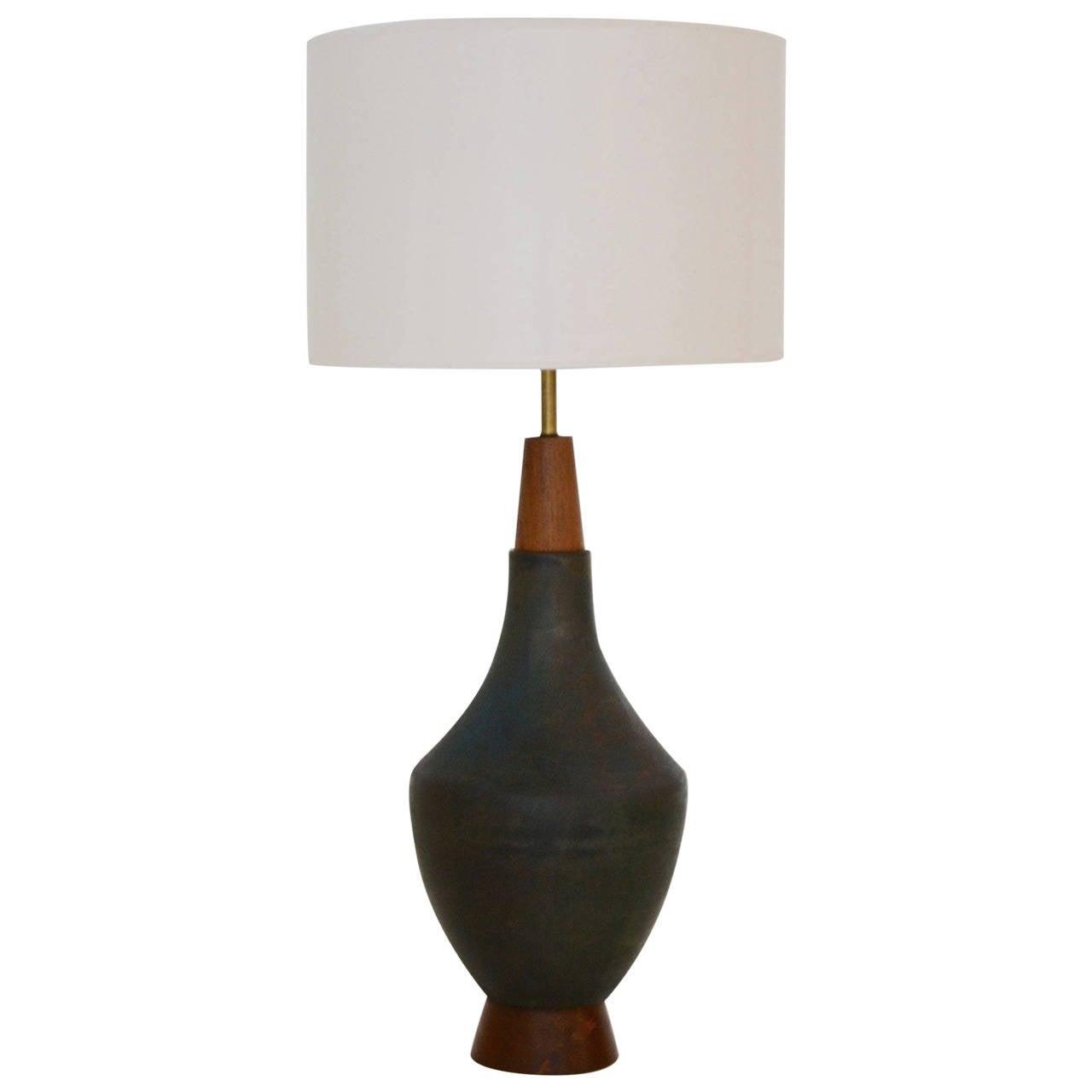 mid century modern ceramic table lamp at 1stdibs. Black Bedroom Furniture Sets. Home Design Ideas