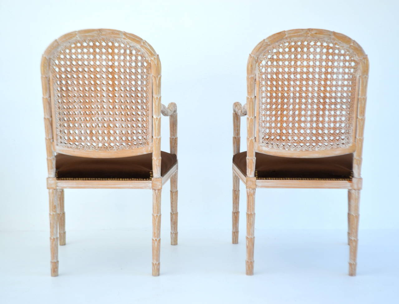 Mid-20th Century Pair of Italian Hand-Carved Hall Chairs by Boffi For Sale