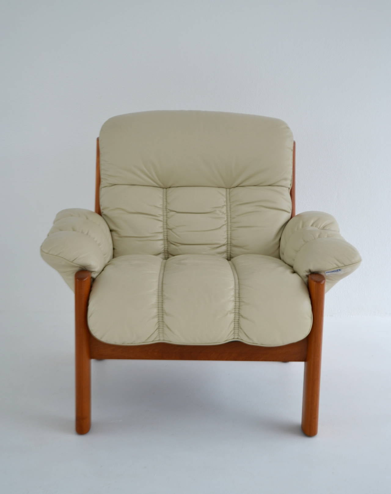 Scandinavian Modern Postmodern Leather And Teak Club Chair By J. E. Ekornes  For Sale