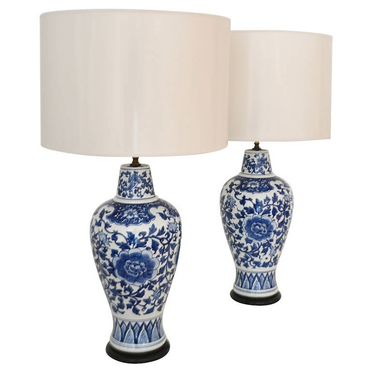pair of blue and white porcelain table lamps at 1stdibs. Black Bedroom Furniture Sets. Home Design Ideas