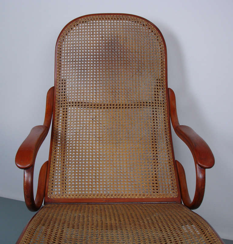 Thonet bentwood chaise lounge at 1stdibs for Chaise bentwood