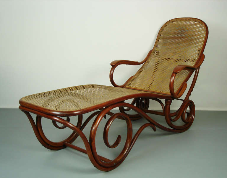 Thonet bentwood chaise lounge at 1stdibs for Chaise thonet