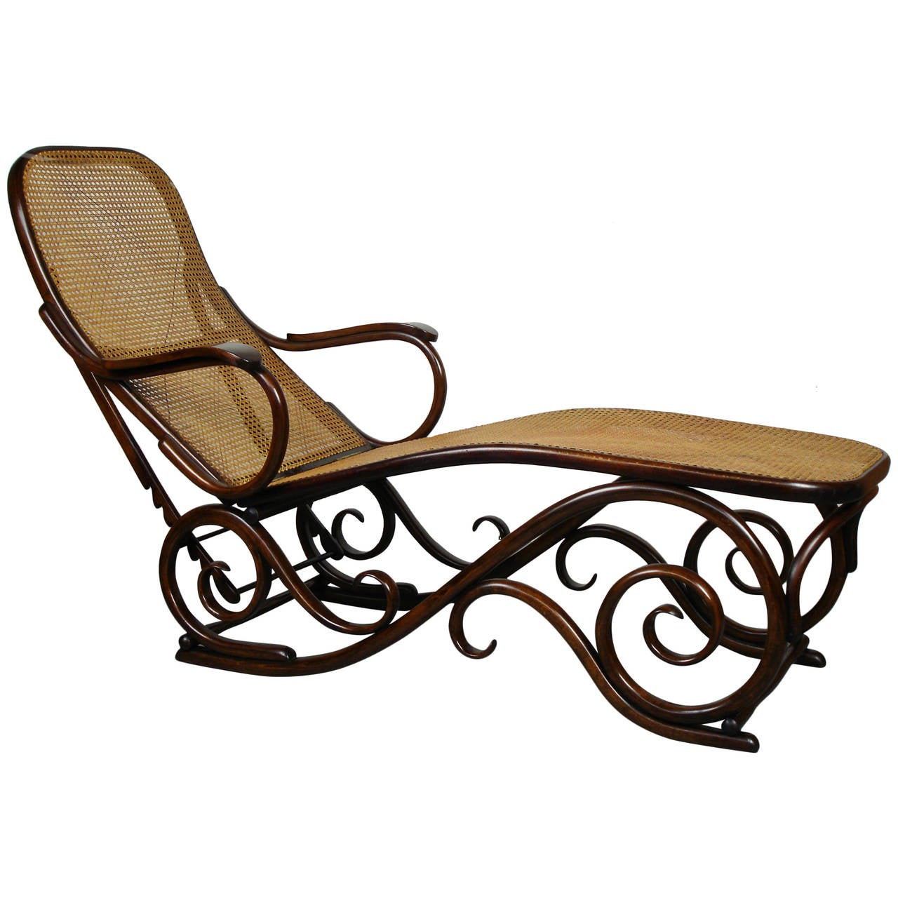 Bent wood chaise longue attributed to thonet at 1stdibs for Chaise thonet