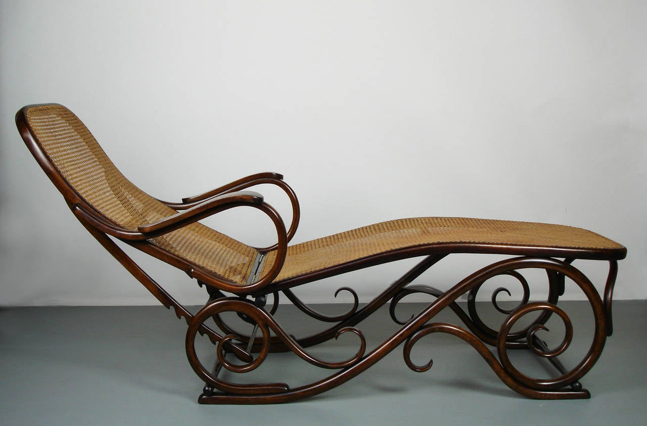 bent wood chaise longue attributed to thonet at 1stdibs. Black Bedroom Furniture Sets. Home Design Ideas