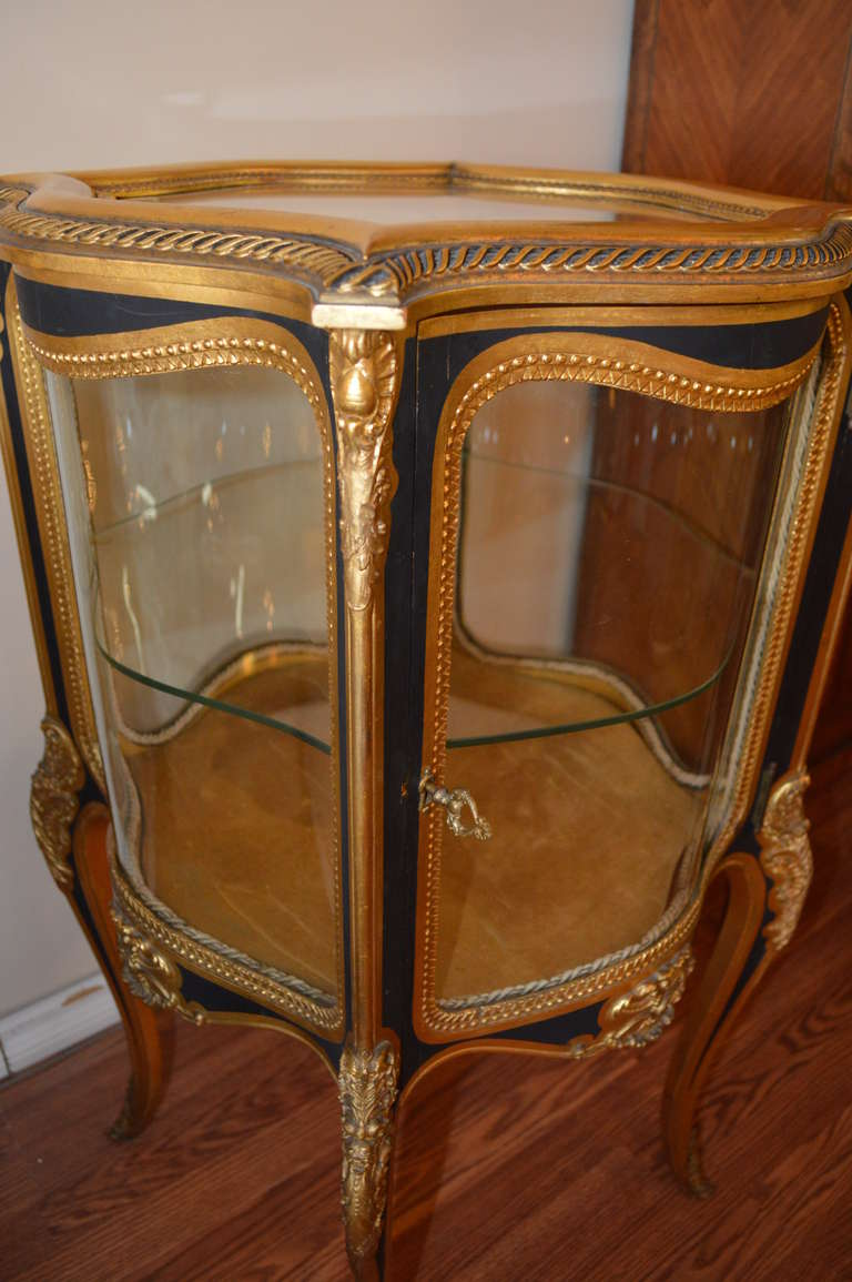 louis xv style vitrine at 1stdibs. Black Bedroom Furniture Sets. Home Design Ideas