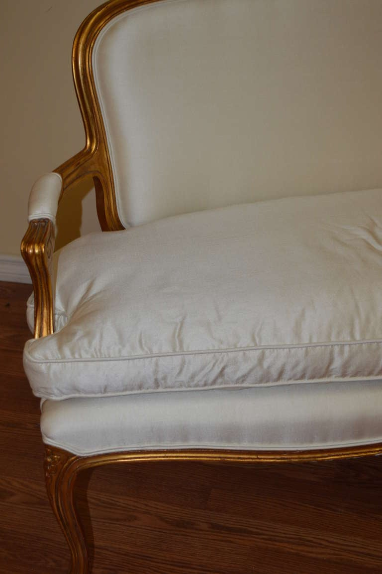 Louis Xv Style Gilded Canape In Excellent Condition For Sale In Toronto, ON