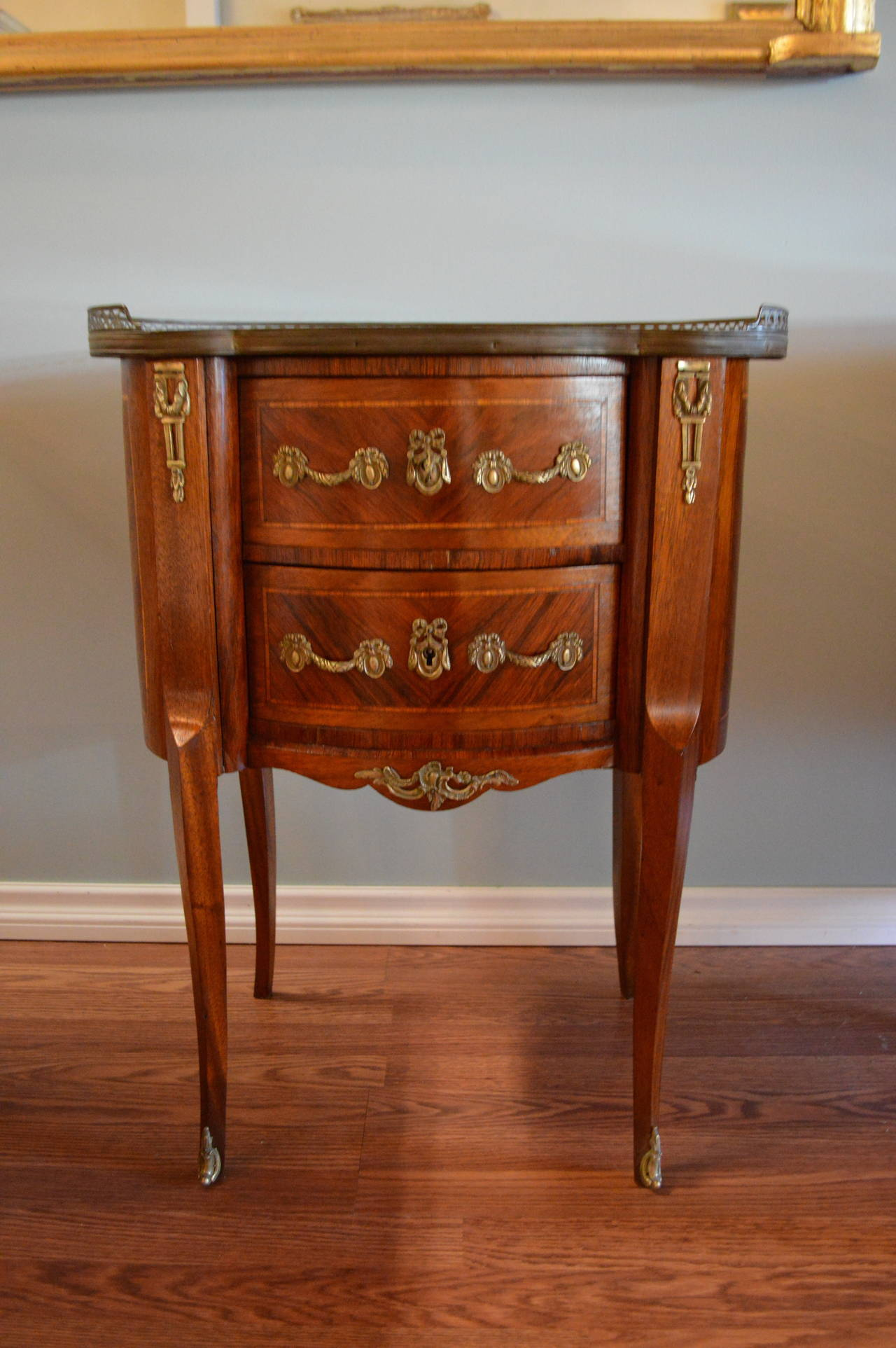 louis xv style inlay kidney shape petite commode for sale at 1stdibs. Black Bedroom Furniture Sets. Home Design Ideas