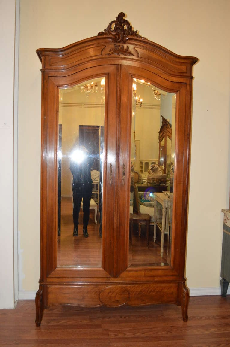 louis xv style walnut armoire at 1stdibs. Black Bedroom Furniture Sets. Home Design Ideas