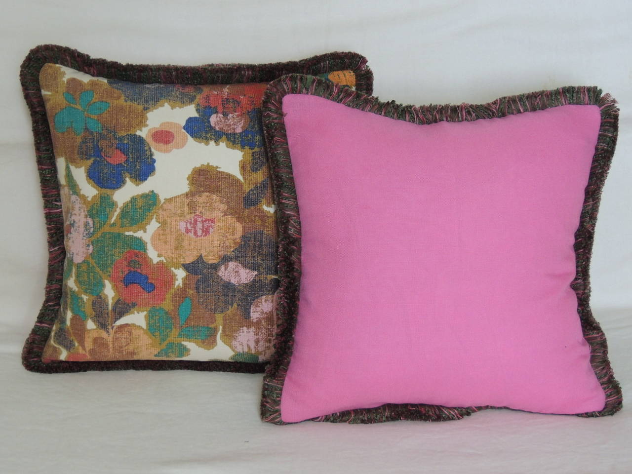 Decorative Pillows With Fringe Part - 46: Vintage Pair Of Modern Bright Floral Linen Decorative Pillows With Moss  Fringe 3