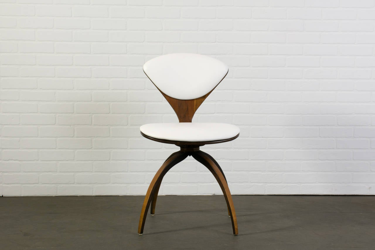 midcentury modern swivel chair by norman cherner for plycraft 3