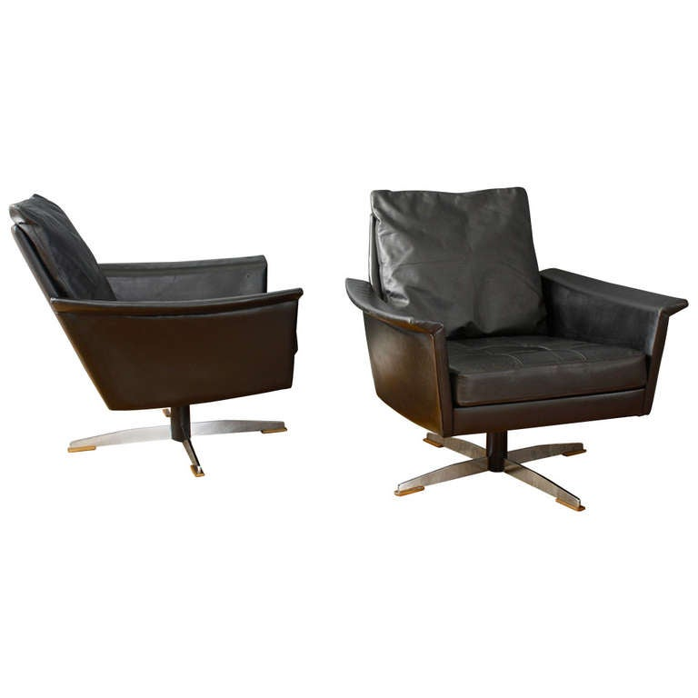 Pair of mid century modern black leather swivel lounge for Mid century modern leather chairs