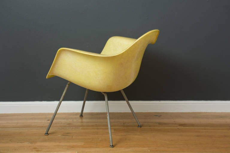 Mid-20th Century Vintage Mid-Century Eames LAX Shell Chair For Sale