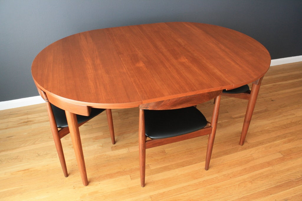 Hans olsen teak dining table with four chairs at 1stdibs for Cie no 85 table 4