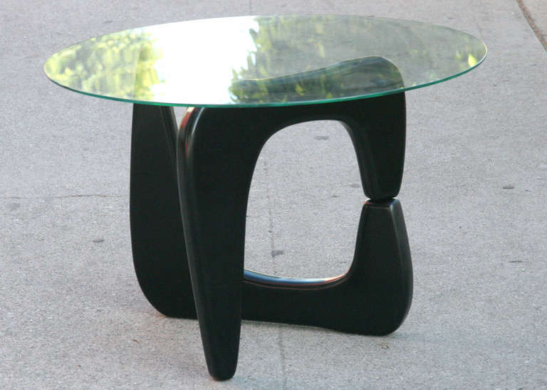 Noguchi Style Black Lacquer Side Table For Sale at 1stdibs