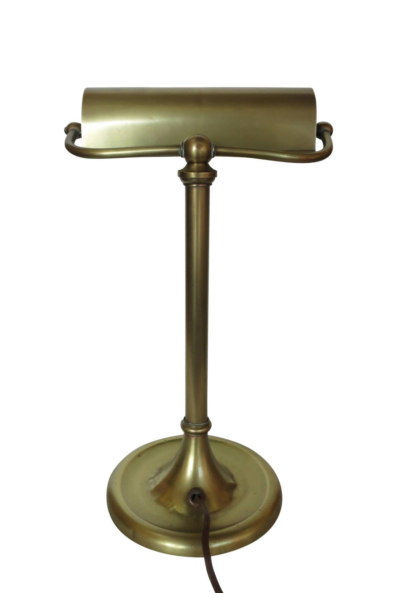 traditional solid brass bankers desk lamp circa 1930 at. Black Bedroom Furniture Sets. Home Design Ideas