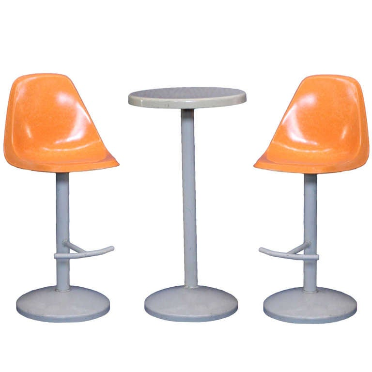 Mid Century Bar Stool And Table Set In A Saarinen Manner 1
