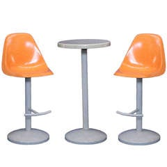Mid-Century Bar Stool and Table Set in a Saarinen Manner