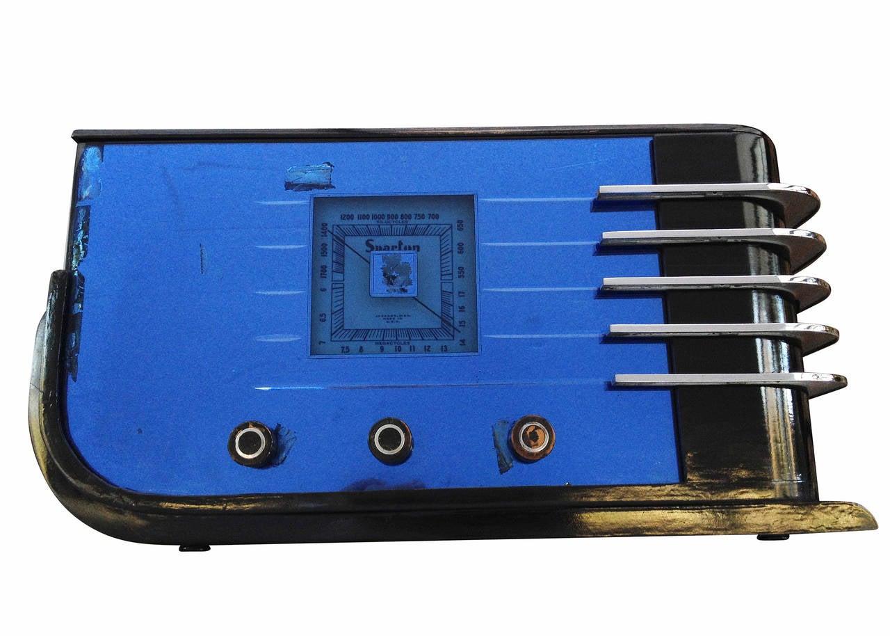 "Sparton Model 557 ""Sled"" Radio by Walter Dorwin Teague 3"