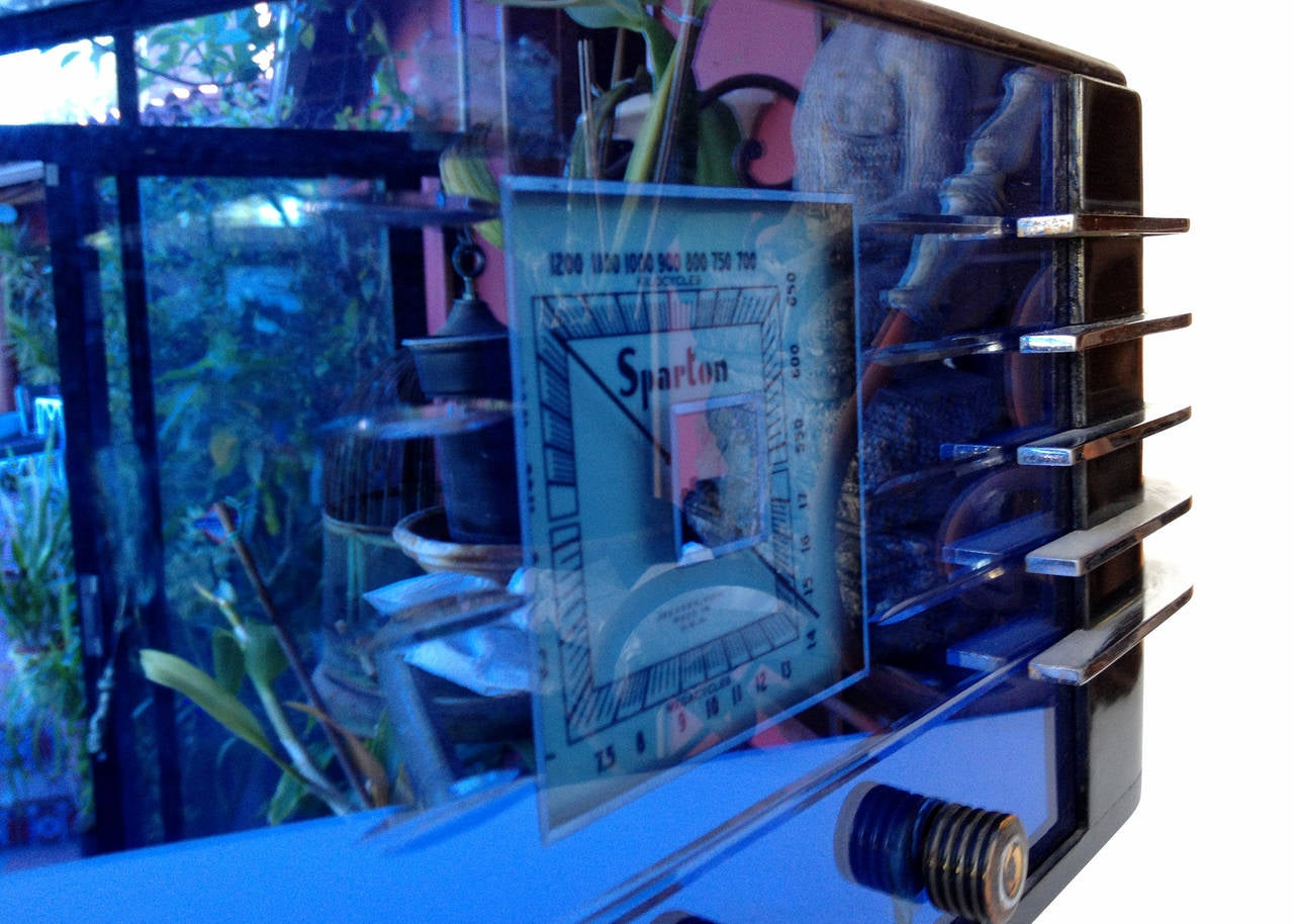 """Sparton Model 557 """"Sled"""" Radio by Walter Dorwin Teague In Good Condition For Sale In Van Nuys, CA"""