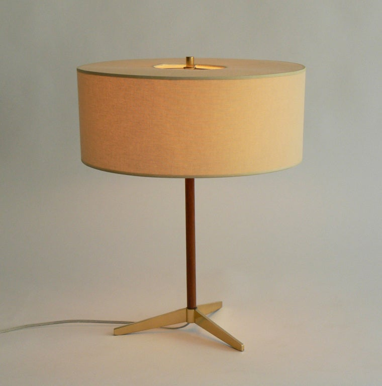 this mid century lightolier table lamp is no longer available. Black Bedroom Furniture Sets. Home Design Ideas