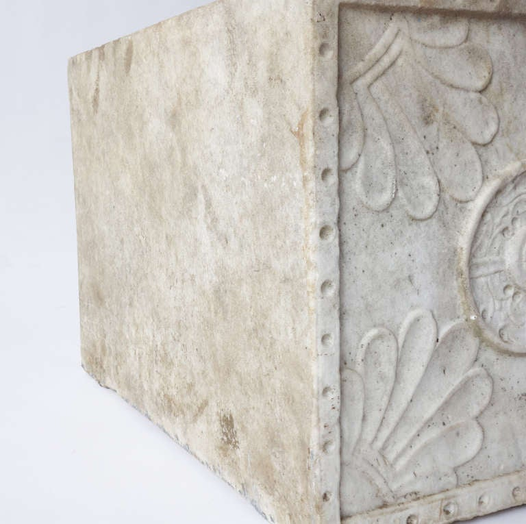 Carved Marble Planter In Good Condition For Sale In New York, NY