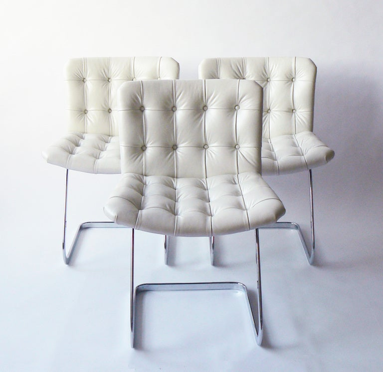 The RH-304 chair was designed by Robert Haussmann in the late 1950s and was famously used soon after in UNESCO's Paris headquarters. It has been a classic ever since. The linear simplicity and functional elegance bespeak Haussmann's early training