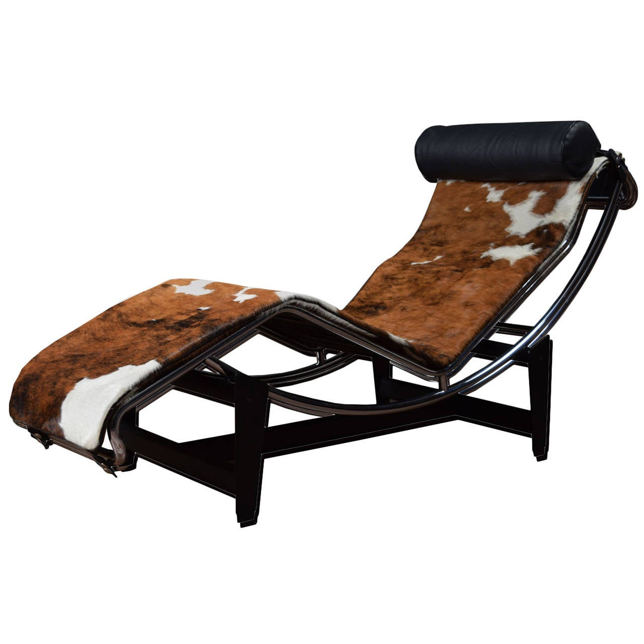 Le corbusier lc4 lounge chair in cowhide at 1stdibs