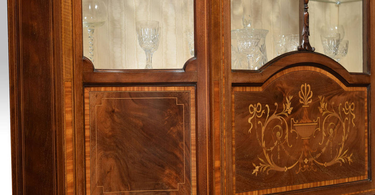 Late 19th Century Mahogany Sheraton Revival Inlaid Display Cabinet For Sale 2