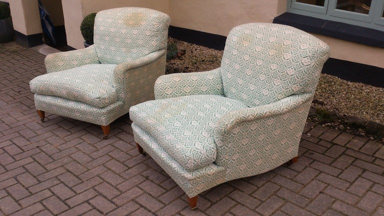 Pair of howard and sons large comfortable armchairs at 1stdibs for Large comfy armchairs