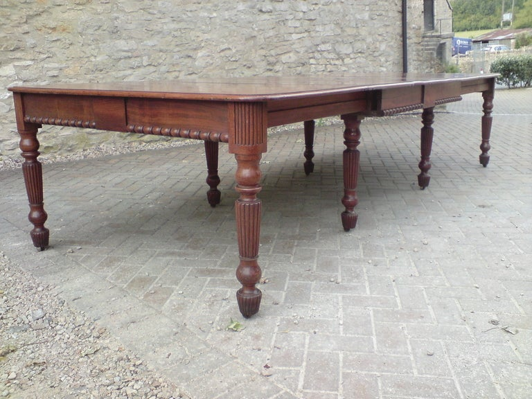Early 19th Century Regency Mahogany Antique Dining Table in Manner of Gillow In Excellent Condition For Sale In Gloucestershire, GB