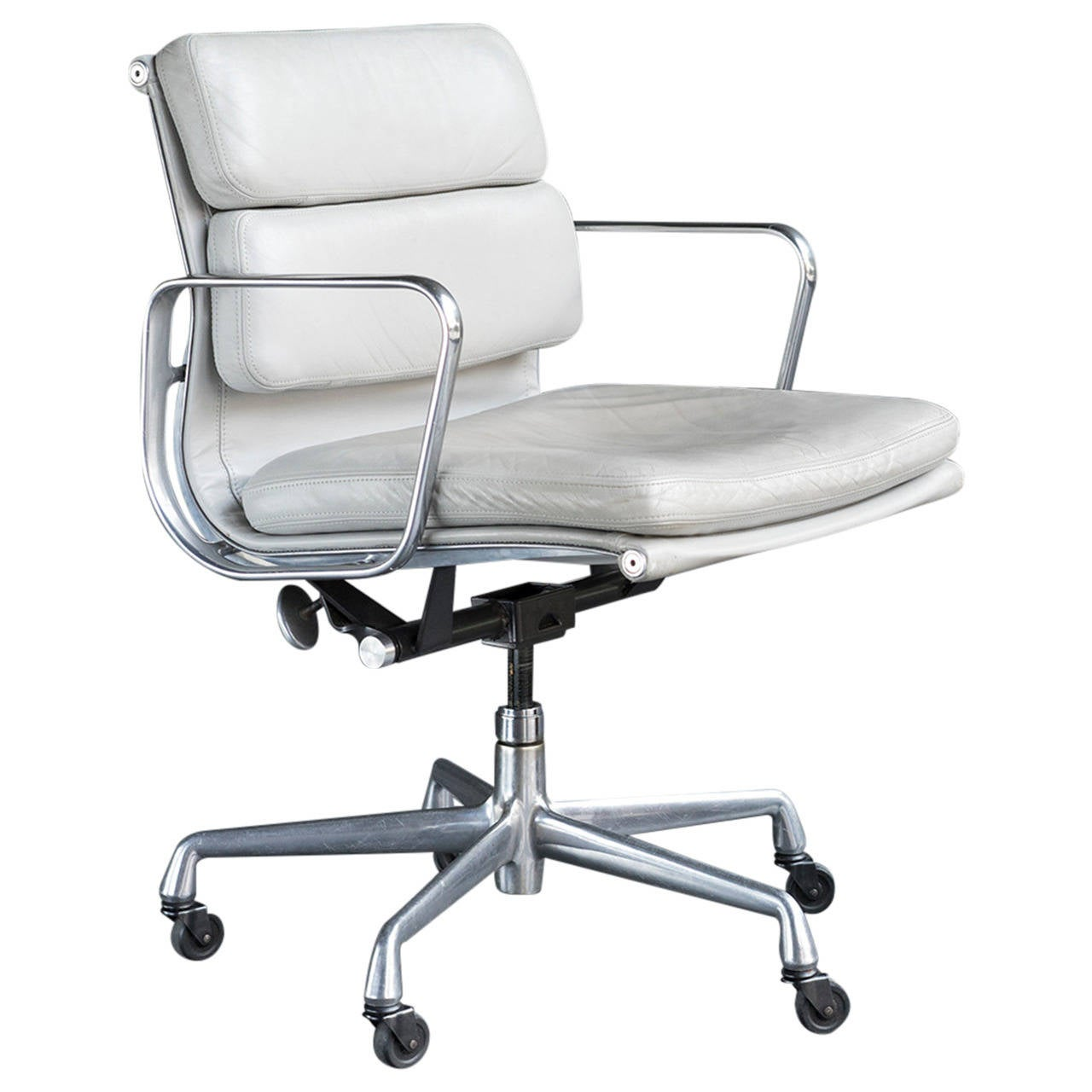 Eames Soft Pad Management Chair At 1stdibs