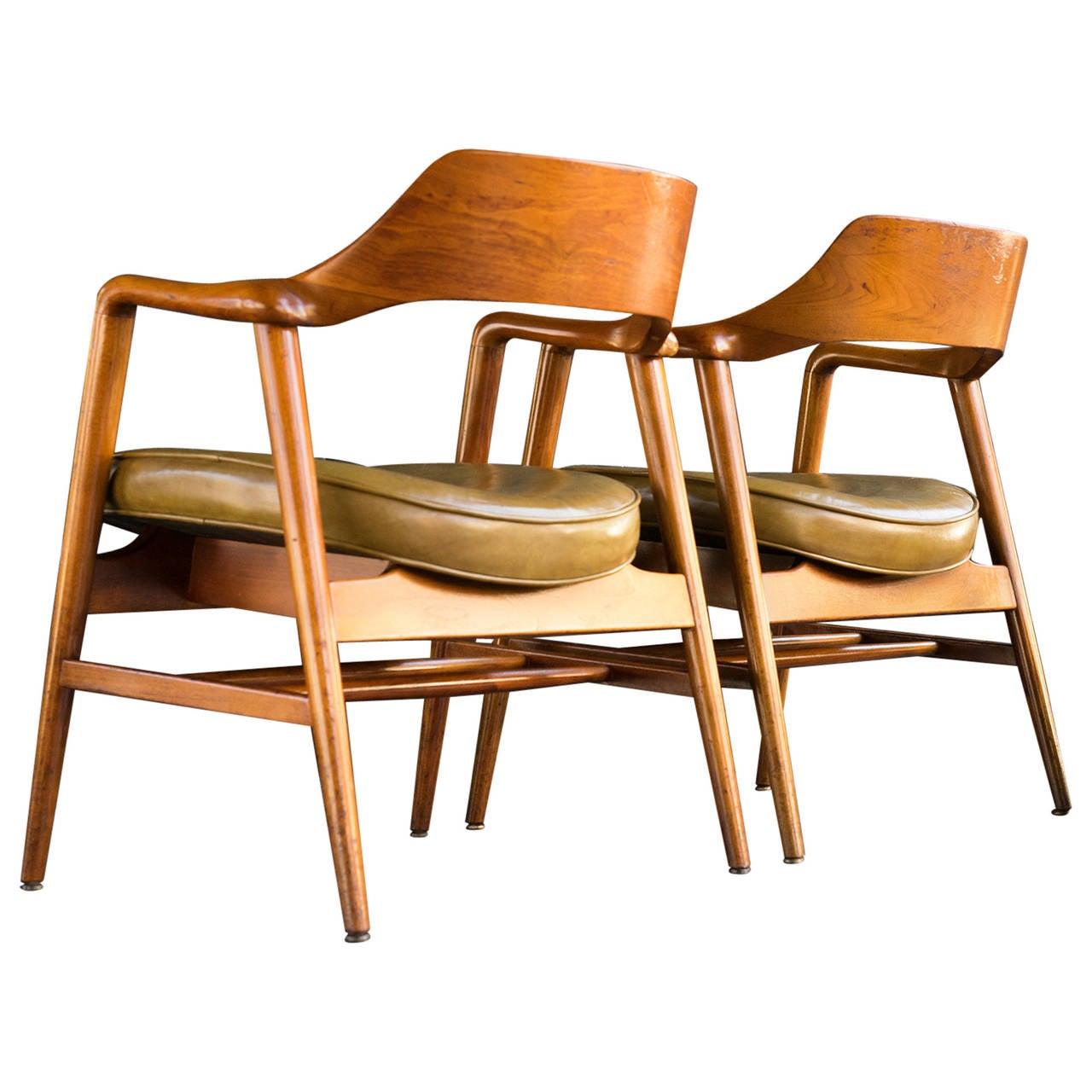 Pair of Gunlocke Guest Chairs at 1stdibs