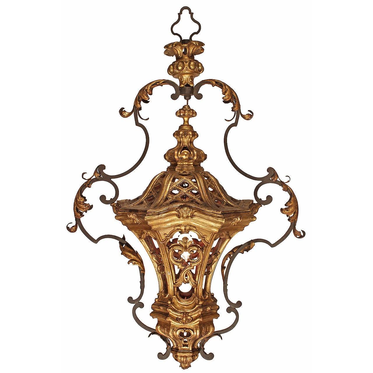 Italian 18th Century Venetian Giltwood and Gilt Metal Lantern Chandelier