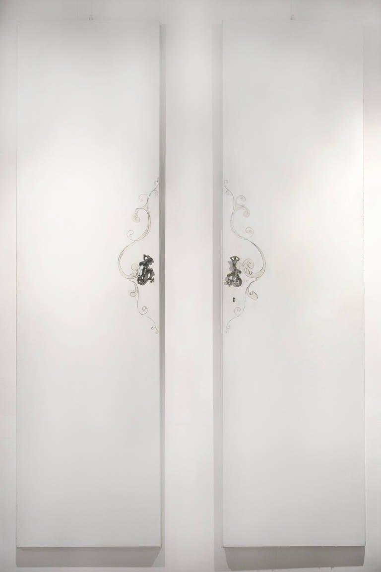 Unique Lucio Fontana Pair of Painted White Doors for Borsani, Bronze Handles For Sale 3