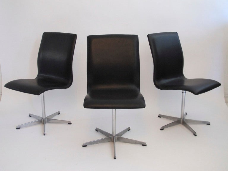 arne jacobsen for fritz hansen oxford chairs at 1stdibs. Black Bedroom Furniture Sets. Home Design Ideas
