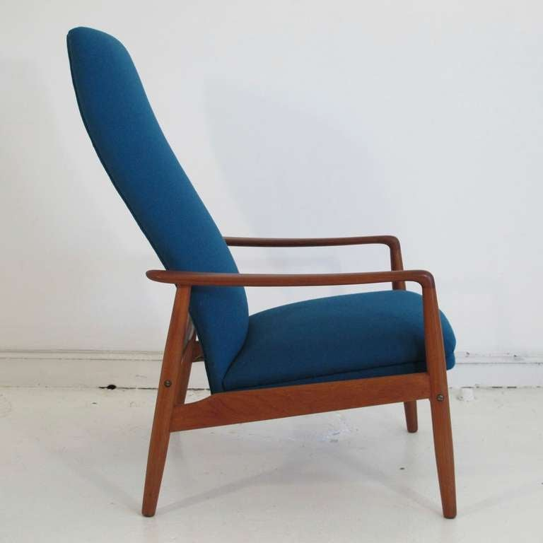 Mid Century Danish High Back Reclining Lounge Chair In Excellent Condition For