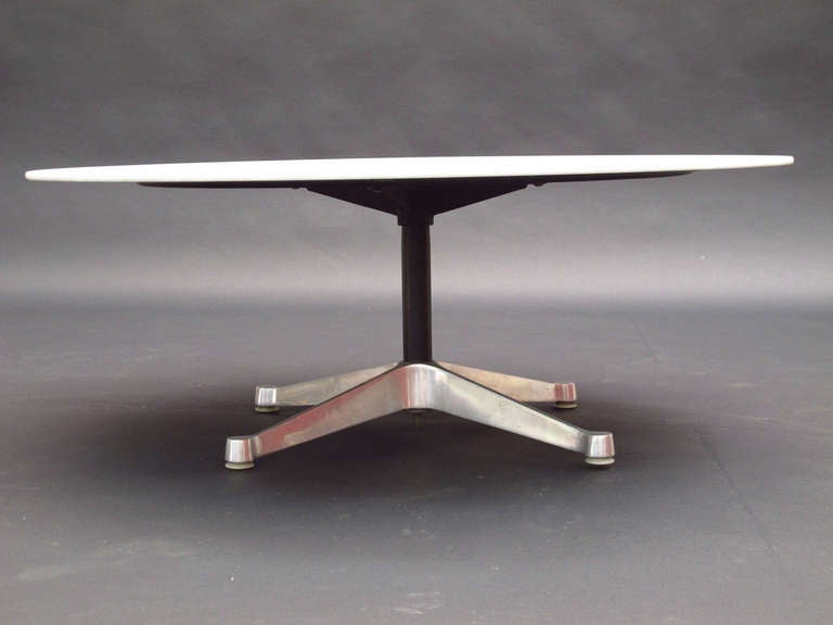 Aluminum Group White Glass Coffee Table by Charles Eames  : knollglasstable3l from www.1stdibs.com size 768 x 576 jpeg 23kB