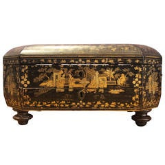 Octagonal 19th Century French Chinoiserie Black, Gold and Red Lacquered Box