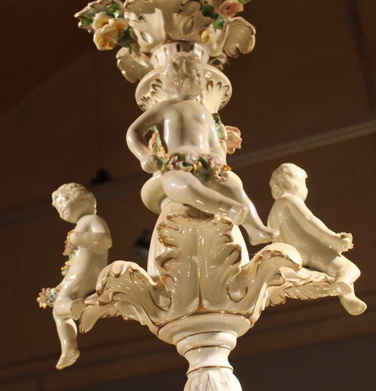 Italian 19th Century Two-Tiers Capodimonte Porcelain Chandelier with Roses For Sale 5