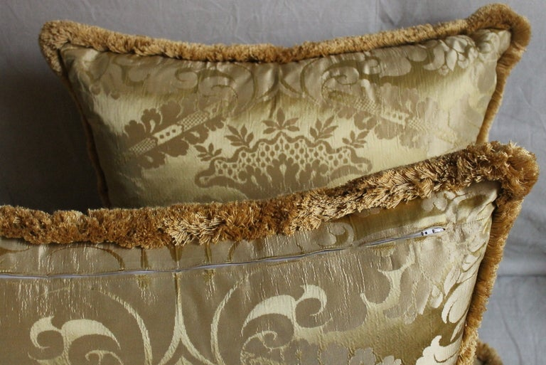Vintage Italian Damask Silk Pillows In Excellent Condition For Sale In Firenze, IT