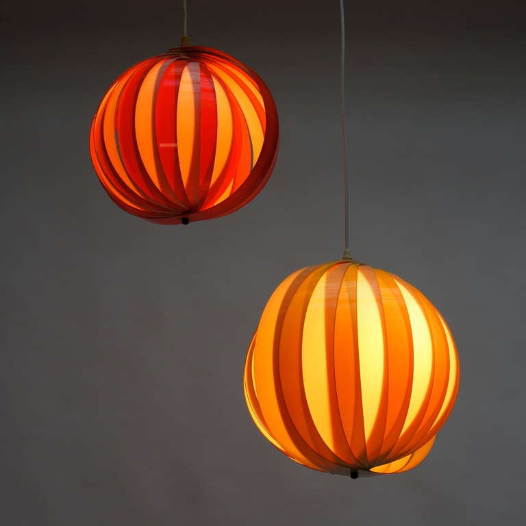Pair of 1970s Pendant Lamps In Excellent Condition For Sale In Antwerp, BE